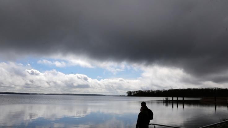 Der Wetterdienst warnt vor Sturmböen, Starkregen und Hagelschauern. (Foto)