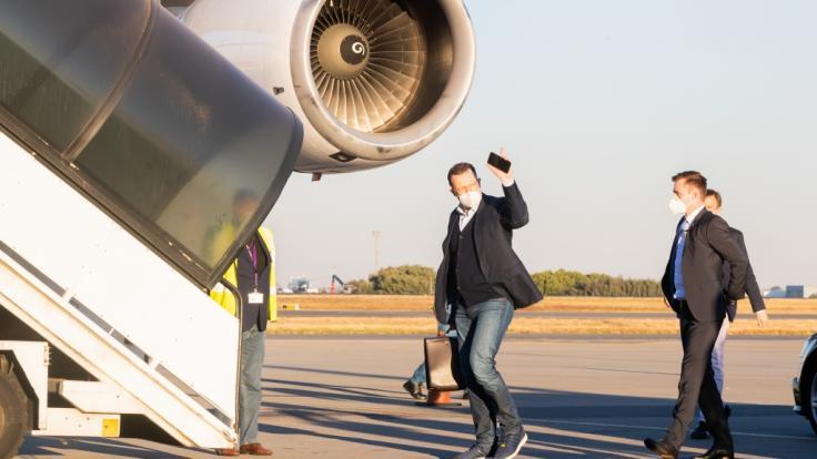 Jens Spahn auf großer Reise: Der Bundesgesundheitsminister tritt den Rückflug von Südafrika nach Deutschland an. (Foto)
