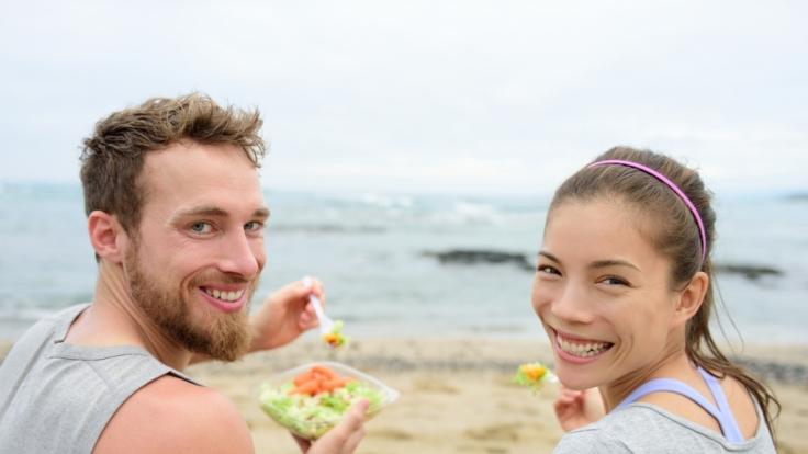 Veganer müssen sich in ihrem Urlaub nicht nur mit Salat begnügen.