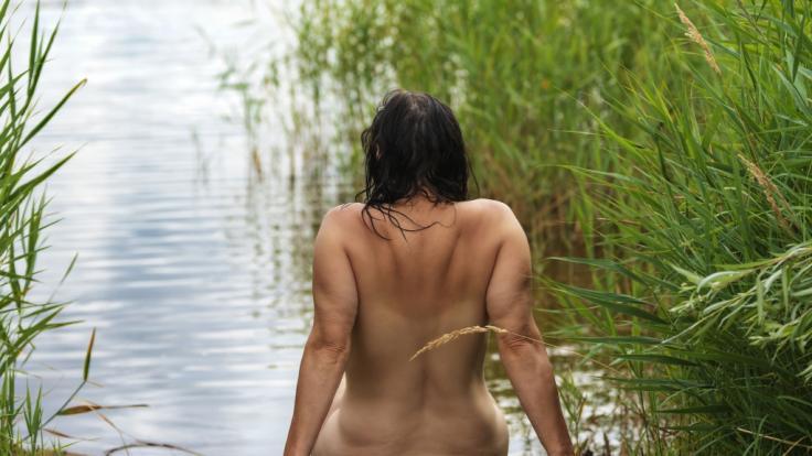 In Tschechien müssen selbst FKK-Badende einen Mundschutz tragen. (Foto)