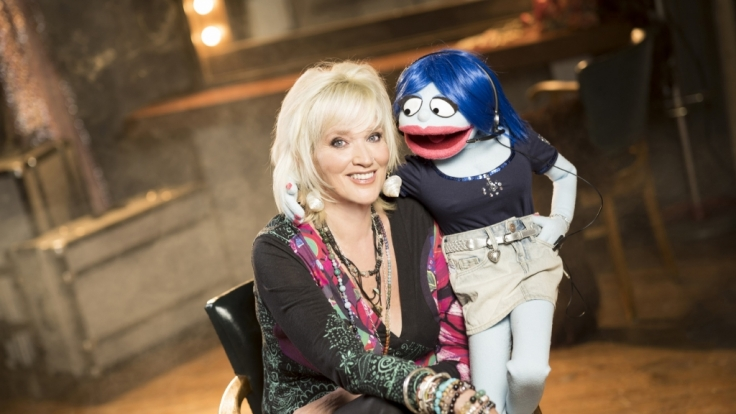 """""""Puppenstars""""-Jury-Mitglied Gaby Köster mit Miss Izzy. (Foto)"""