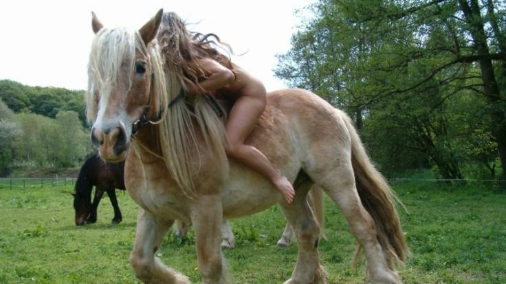 Nacktreiten (Foto)