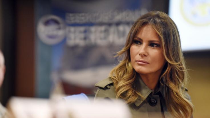 Melania Trump wurde für ihren Besuch in einem Kinderkrankenhaus kritisiert. (Foto)