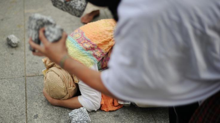 Ehrenmord in Pakistan: Mann steinigt Ehefrau (24) und verstümmelt ihre Leiche