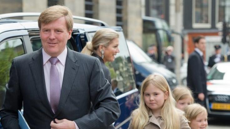 Prinzessin Amalia der Niederlande mit ihrem Vater König Willlem-Alexander (l.).