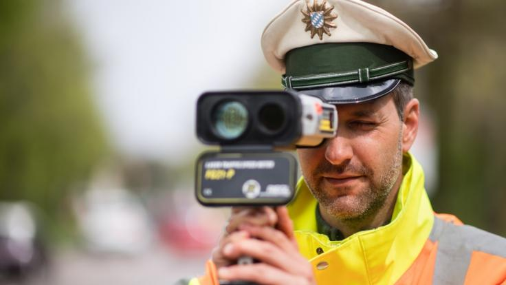 Am 18.04.2018 macht die Polizei in Deutschland wieder verstärkt Jagd auf Raser. (Foto)