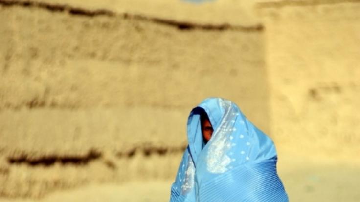 Eine 19-Jährige wurde in Afghanistan gesteinigt, weil sie vor der Ehe mit ihrem Verlobten schlief. (Symbolbild) (Foto)