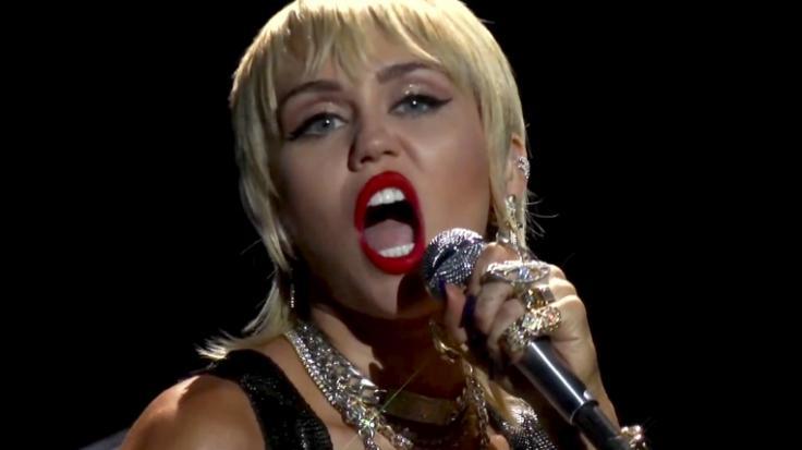 Miley Cyrus lässt im Netz wieder tief blicken. (Foto)
