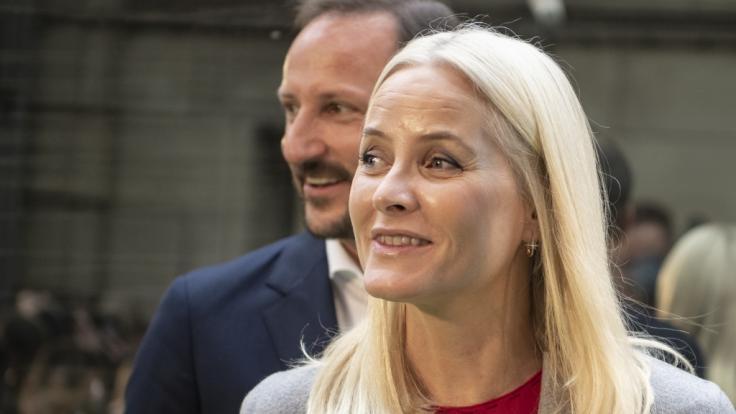 Kronprinzessin Mette-Marit von Norwegen, hier mit ihrem Mann Kronprinz Haakon, muss einen schweren Schicksalsschlag verkraften.