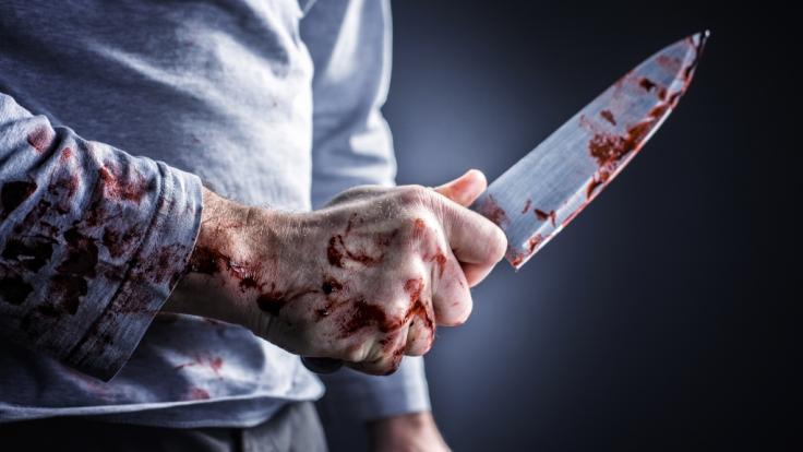 Eine 24 Jahre alte Frau wurde in Frankfurt-Bornheim von ihrem Ex-Freund mit einem Messer angegriffen und tödlich verletzt (Symbolbild). (Foto)