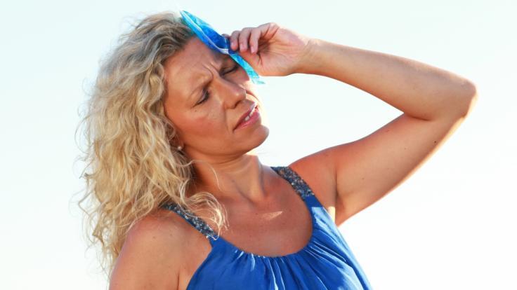 Bei einem Hitzschlag im Sommer ist rasches Handeln gefordert.