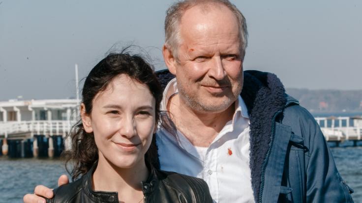 """Für """"Tatort""""-Fans gibt es zum Start der Sommerpause 2019 ein Wiedersehen mit den Kieler Ermittlern Klaus Borowski (Axel Milberg) und Sarah Brandt (Sibel Kekili) in """"Borowski und das dunkle Netz"""". (Foto)"""