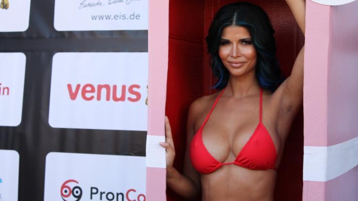 Micaela Schäfer macht Werbung für besseren Oralsex. (Foto)