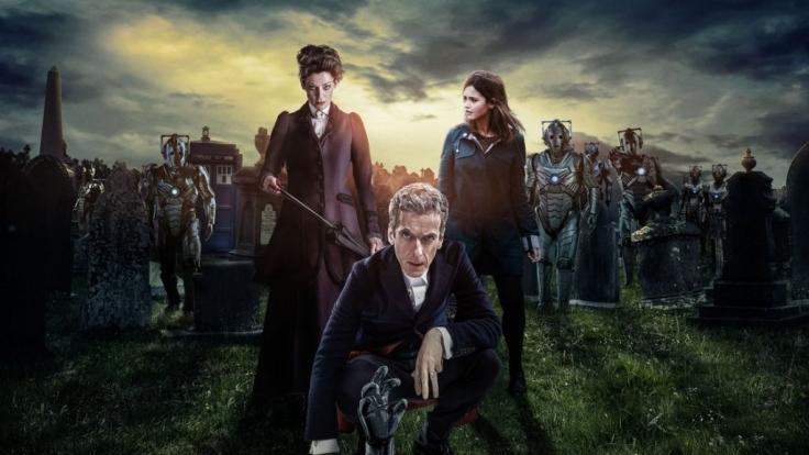Doctor Who (Peter Capaldi, vorn) und Clara (Jenna Coleman, rechts) müssen sich auch in der neunten Staffel vielen Abenteuern entgegen stellen.