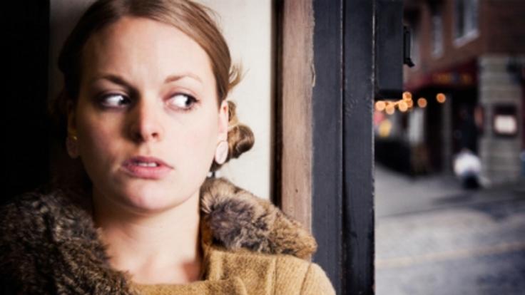 Verfolgungswahn kann ein Hinweis auf eine Vorstufe der Schizophrenie sein - wenn dem Betroffenen klar ist, dass niemand da ist. (Foto)