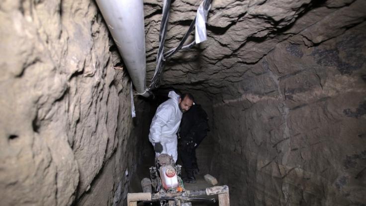Durch diesen 1,5 Kilometer langen Tunnel konnte Joaquin Guzman in die Freiheit entkommen. Seither ist er auf der Flucht.