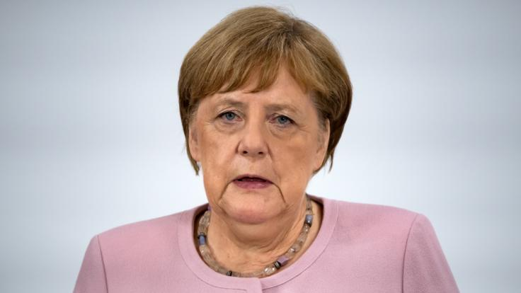 Nach zwei schweren Zitterattacken in den vergangenen Tagen meldet sich Angela Merkel jetzt selbst zu Wort. (Foto)