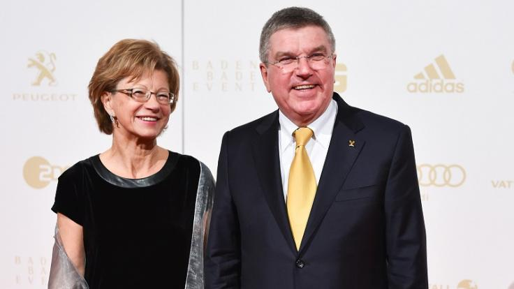 """IOC-Präsident Thomas Bach und seine Ehefrau Claudia kommen gemeinsam zur Wahl zum """"Sportler des Jahres"""" 2014. (Foto)"""