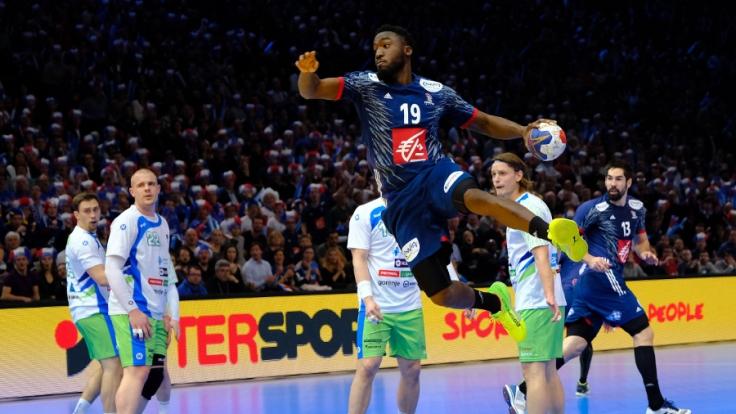 Halbfinale am 26.01.2017 in der Bercy Arena in Paris, Frankreich. Luc Abalo (M) aus Frankreich in Aktion.