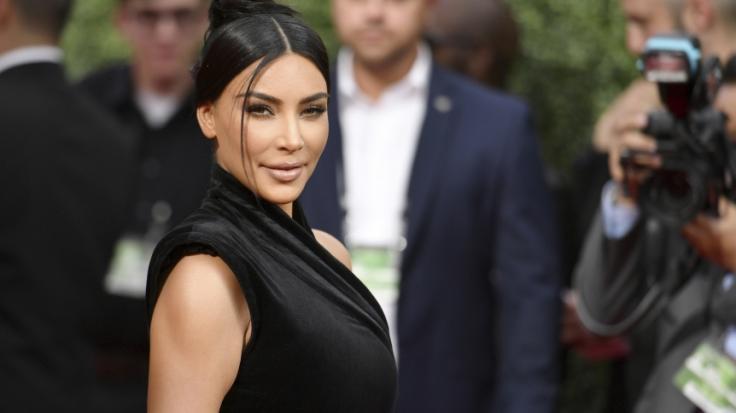 Kim Kardashian verzichtet auf zu viel Stoff. (Foto)