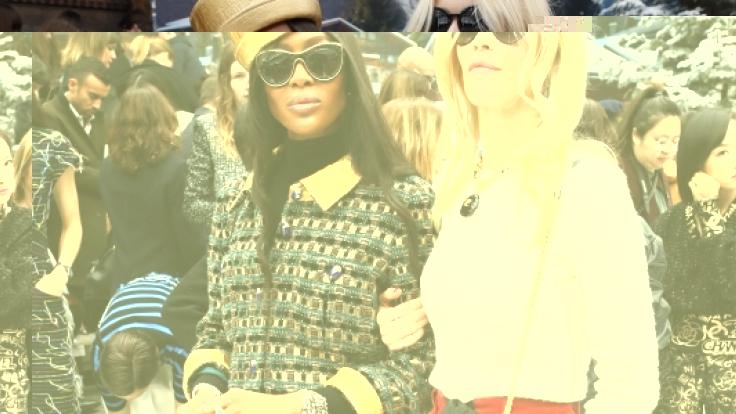 Die Models Claudia Schiffer und Naomi Campbell zu Gast bei der Paris Fashion Week desModelabels Chanel.