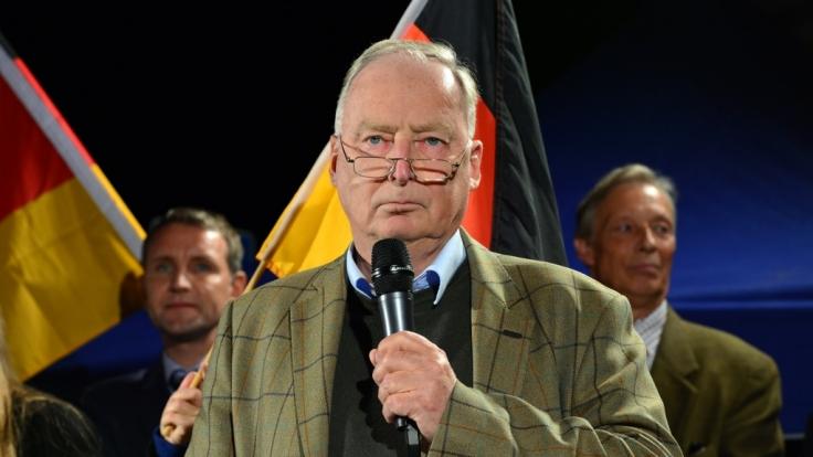 Alexander Gauland spricht am 07. Oktober 2015 in Erfurt (Thüringen) auf einer Demonstration gegen die Asylpolitik.