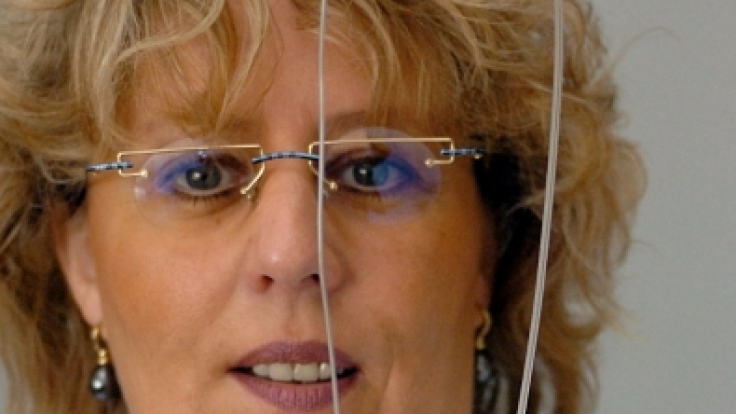 Der Hirnschrittmacher wird unterhalb des Schlüsselbeins eingesetzt und ist mit Sonden verbunden, die zum Gehirn führen. (Foto)