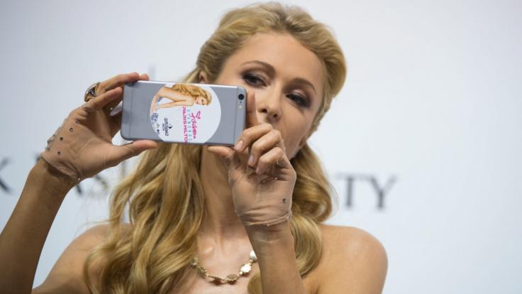 Paris Hilton zeigt sich oben ohne im Netz. (Foto)
