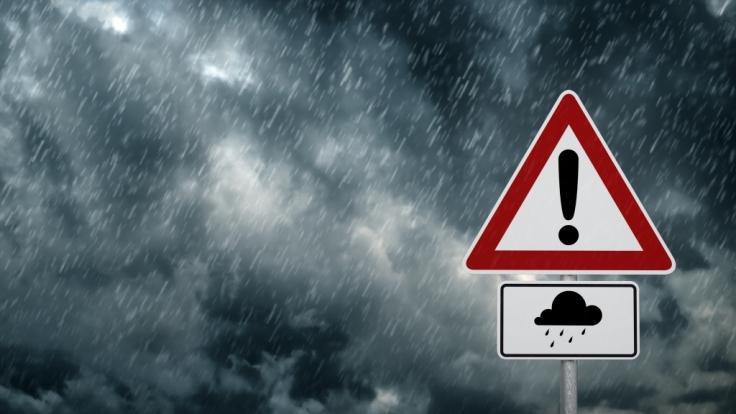 Der DWD warnt vor extrem starken Dauerregen.