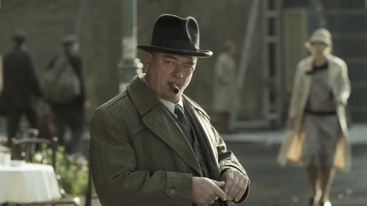 """Peter Kurth als Kommissar Wolter in einer Filmszene der ARD-Serie """"Babylon Berlin"""". (Foto)"""