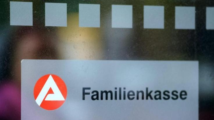 Das Einkommensteuergesetz legt fest, wieviel Kindergeld Eltern von der Familienkasse erhalten.