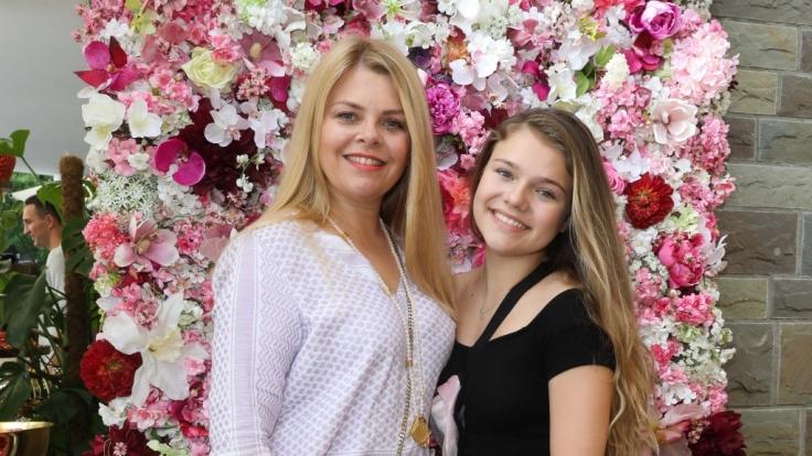 Faye Montana, Tochter von Anne-Sophie Briest, ist als YouTuberin aktiv.