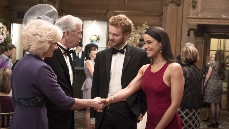 Die ersten Begegnungen mit Meghan und den Royals war sicher auch im echten Leben spannend. (Foto)
