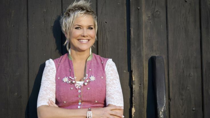 """Inka Bause hat in der 14. Staffel von """"Bauer sucht Frau"""" wieder zahlreiche Single-Herzen verkuppelt. (Foto)"""
