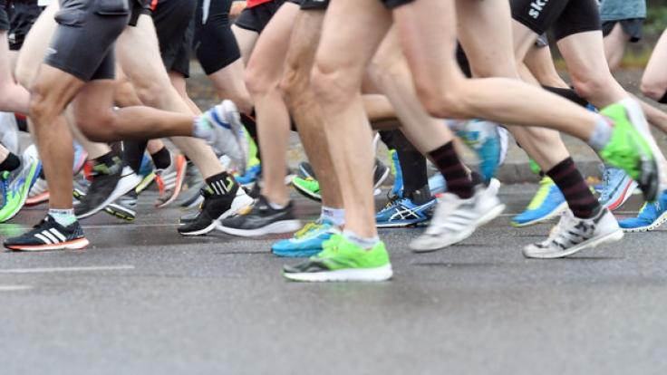Ein Marathonläufer gewährte den Zuschauern einen ganz besonderen Anblick (Symbolbild). (Foto)