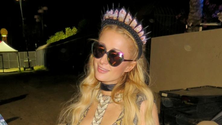 Paris Hilton zieht bei Instagram blank.