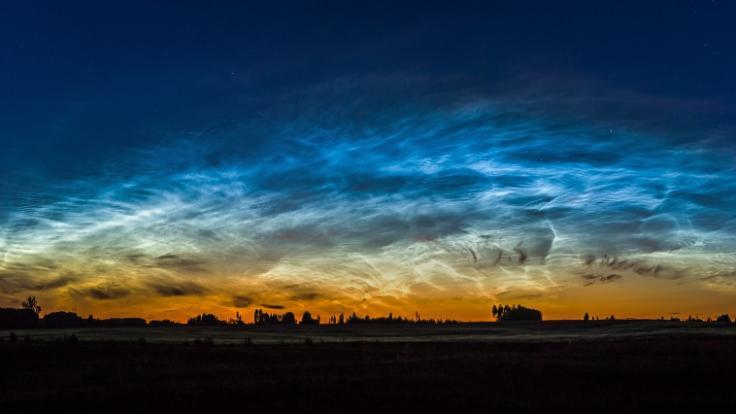Im Juni und Juli erscheinen Leuchtende Nachtwolken am Himmel. (Foto)