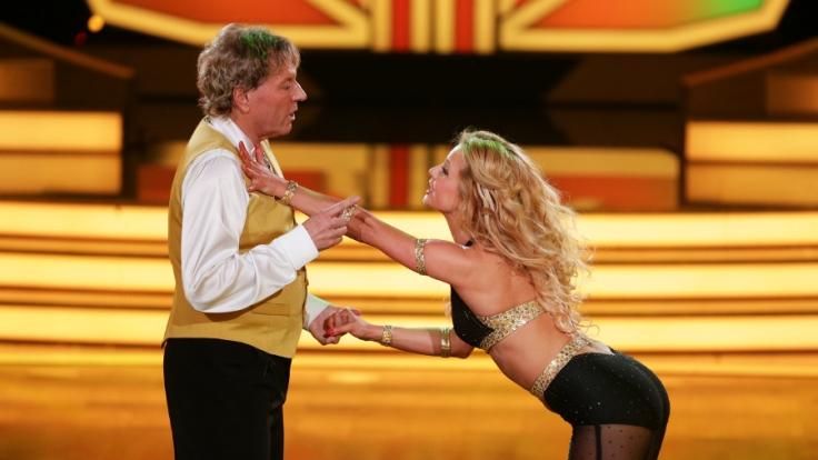 Dance-Oldie Bernhard Brink an der Seite von sexy Tanzpartnerin Sarah Latton.