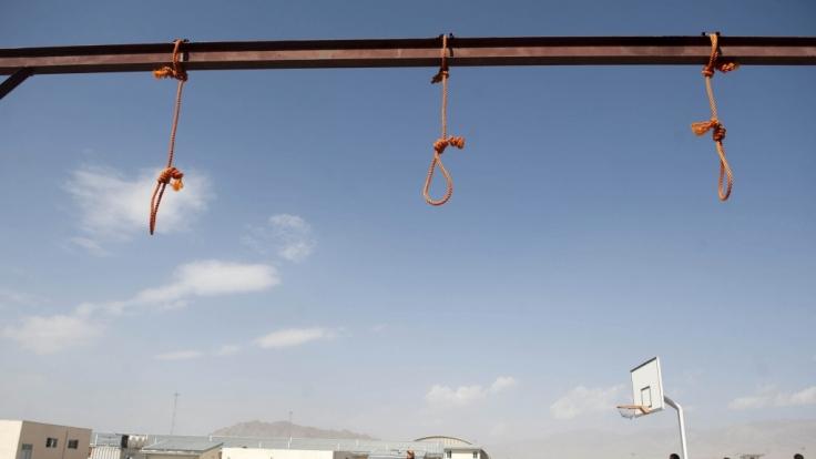 Im Oktober 2014 wurden fünf Vergewaltiger in Kabul durch Erhängen hingerichtet.