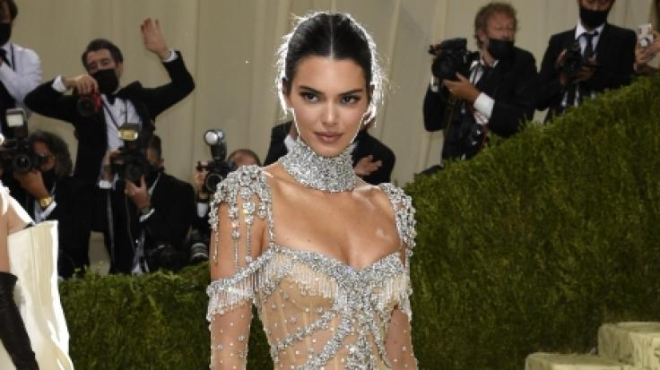Kendall Jenner legte einen regelrechten Nackt-Auftritt hin. (Foto)