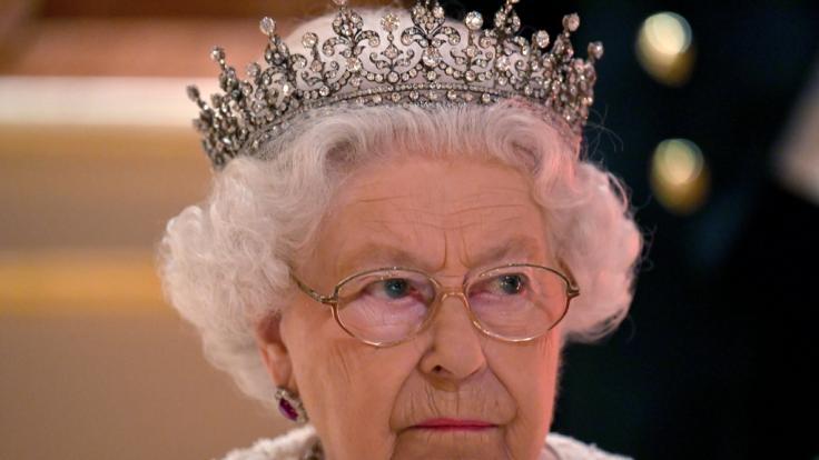 Queen Elizabeth II. wäre fast gestorben. (Foto)