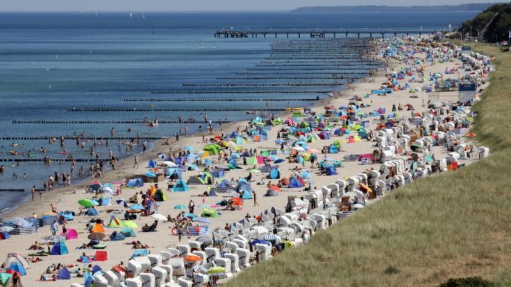Die Ostseeküste erlebt dank der durch Hoch Detlef verursachten Hitzewelle einen massiven Gästeansturm. (Foto)