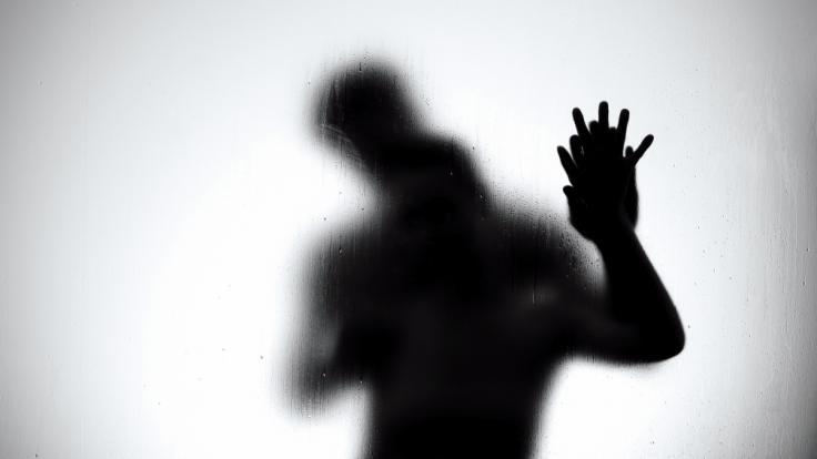 Eine Frau ist nach dem Geschlechtsverkehr in der Dusche gestorben. (Foto)