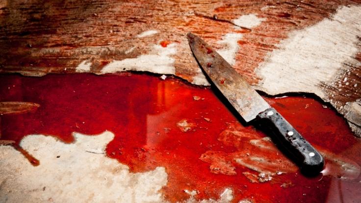 Ein 14 Jahre alter Teenager soll auf einem Spielplatz in Berlin-Reinickendorf einen 22 Jahre alten Mann mit einem Messer schwer verletzt haben (Symbolbild). (Foto)