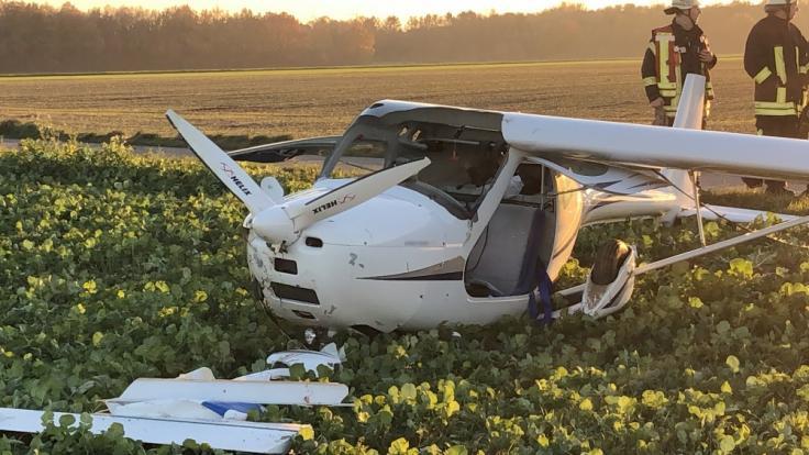 Bei dem Zusammenstoß von zwei Leichtflugzeugen in Erkelenz (Nordrhein-Westfalen) starb ein Pilot.