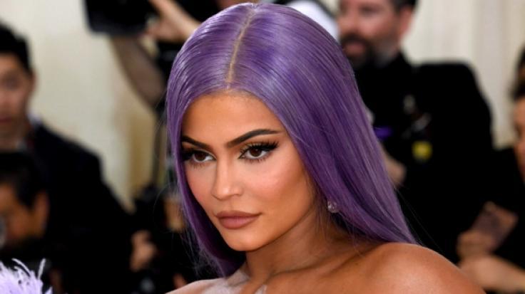 Kylie Jenner machte die Fans mit einem atemberaubenden Dekolleté-Kracher sprachlos (Foto)