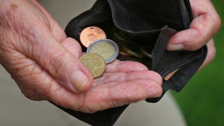 In der Debatte um die Bekämpfung von Altersarmut hat die Rentenversicherung vor falschen Strategien gewarnt. (Symbolbild)