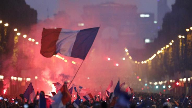 Nach dem WM-Finalsieg der Franzosen über Kroatien kam es in Paris zu heftigen Ausschreitungen.
