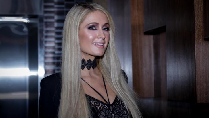 Paris Hilton hat sich im Netz entblättert. (Foto)