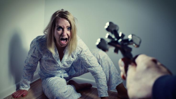 Bob Larson treibt besessenen via Video-Chat Dämonen aus. (Foto)